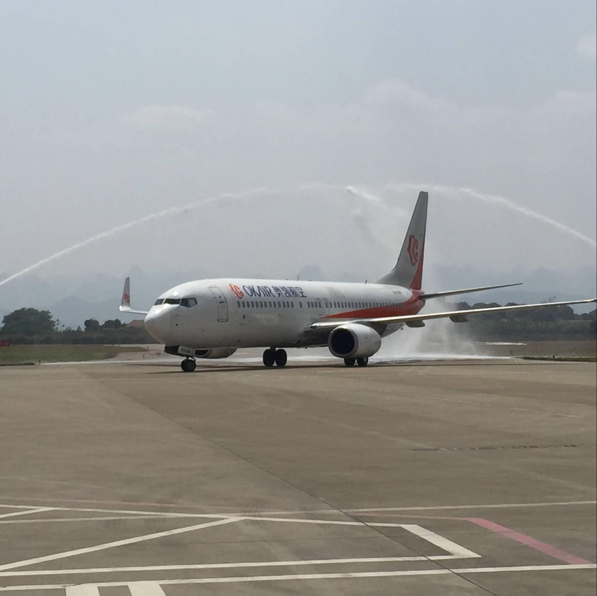 当日13:50分,奥凯航空bk2859航班平稳抵达百色机场.