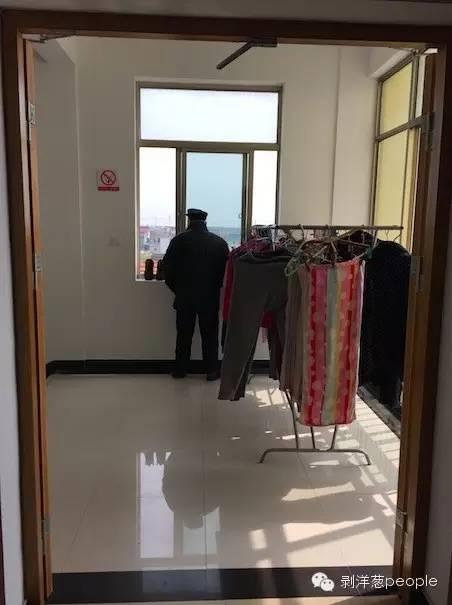 宾山养老院里的老人。县里这样的养老院至少有20所。新京报记者罗婷 摄
