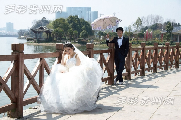 小艺和男朋友的婚纱照。材料图