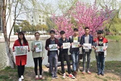 大学生展示手绘赏花地图