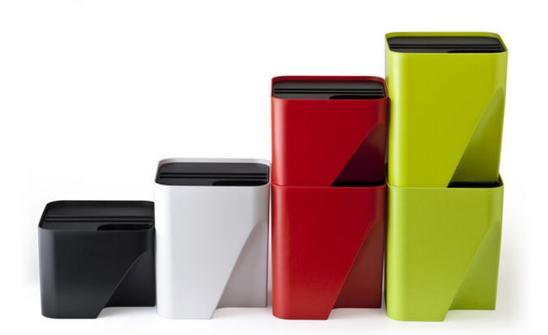 日本走的我们前得多,也因此衍生出许多优秀的分类式的垃圾桶设计,比如图片