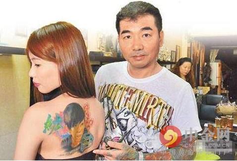 台湾女子将去世男友肖像刺背后 纹身刺青的注意事项(图)