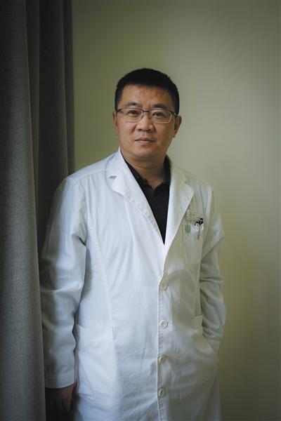 北京安定医院副院长、抑郁症治疗中心主任王刚。 新京报记者 彭子洋 摄