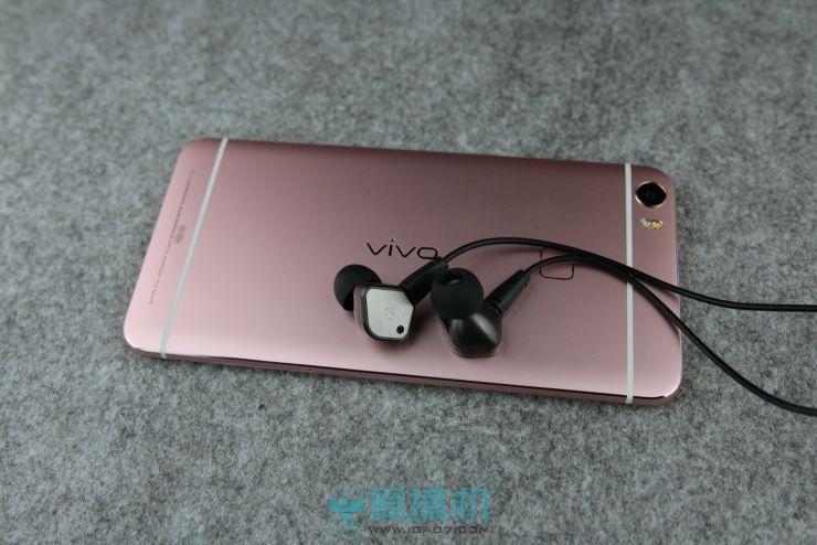 耳机我们这次采用的是森海的ie80.测试中Xplay5均开启Hi-Fi模式。