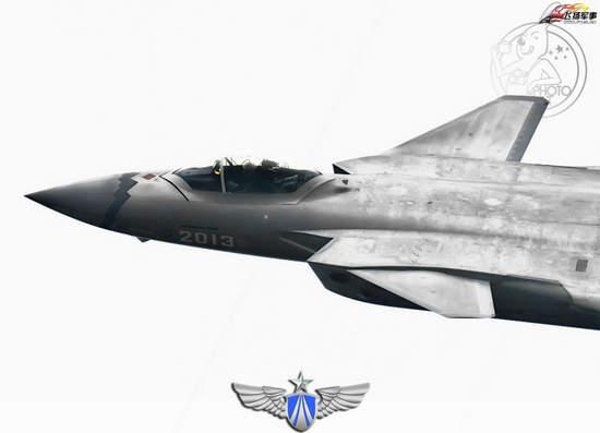 原文配图:歼20战机高清半身照。