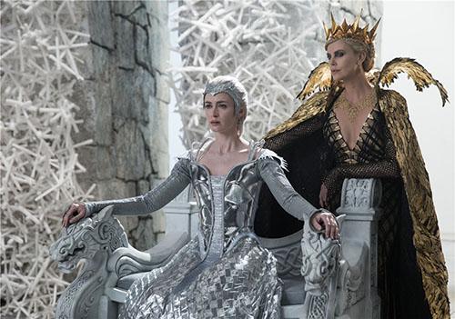 《猎神:冬日之战》两位女王【点击进入高清组图】