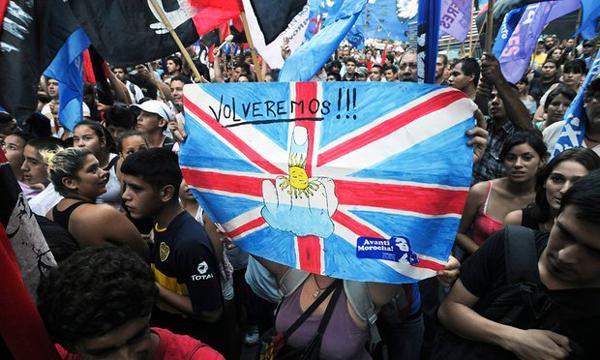 阿根廷民众抗议英国侵占马尔维纳斯群岛