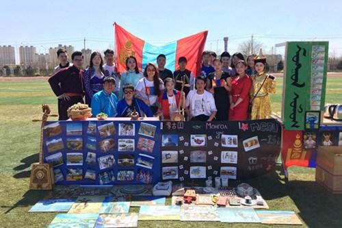 北京华文学院举办国际文化节 学生体验各国文化(组图)图片