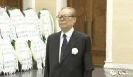 上述四人乔石、尉健行、万里、张震的遗体告别仪式,胡锦涛都来到了八宝山送别。