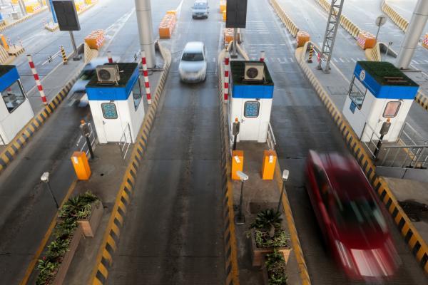 行将到来的腐败小长假三天(4月2日至4日),快速公路履行小型客车免费放行。 徐晓林 磅礴材料