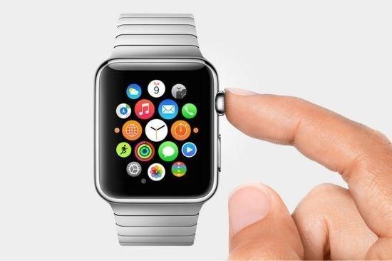 """美国尼克松也同样看好运动智能手表需求。该公司将发售的""""The Mission""""专为冲浪和单板滑雪等运动研发,具备出色的防水和耐摔性。通过智能展现,可在手表屏幕上确认雪的状态,在滑行时可通过语音进行操作。"""