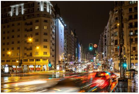 西班牙马德里华为巨幅广告引人注目