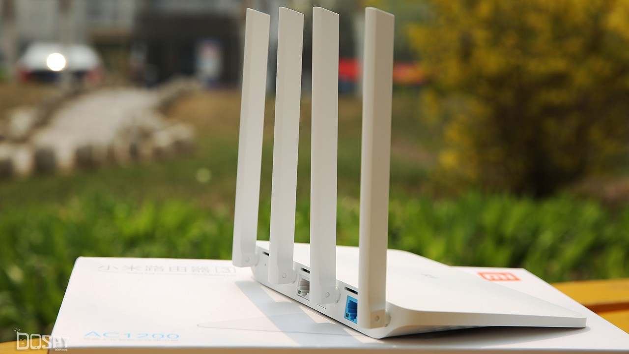 硬件配置方面,小米路由器3将内置Rom从原来的16MB升级到120MB。升级后的Flash配置让路由器运行更稳定,有效减少路由器重启的次数,同时支持更多上网设备并行连接。专属App提供丰富的影音内容下载和好玩的功能插件,外接移动存储设备,小米路由器3就可变身为一台极具性价比的影音中心,通过电视、盒子、手机、pad端均可方便的观看下载的高清影视内容。