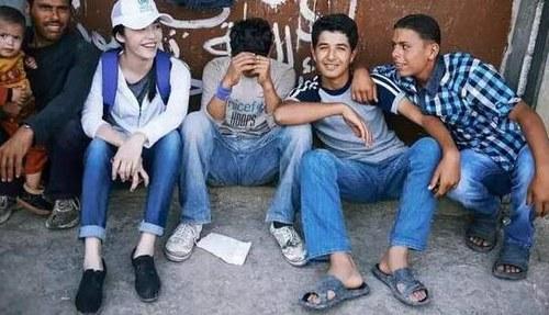 姚晨在黎巴嫩探访叙利亚难民,这些年轻人没有住进难民营,而是分散居住在城市里。