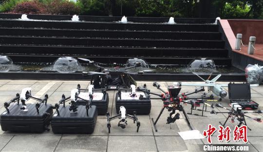 参与此次交通巡航的无人机编队 付敬懿 摄