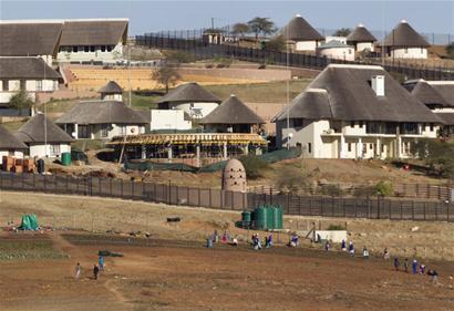 南非宪法法院3月31日作出裁决,下令总统雅各布・祖马返还公共财政对其家乡私宅支付的部分改造装修费用,理由是部分改造项目与安保升级无关。