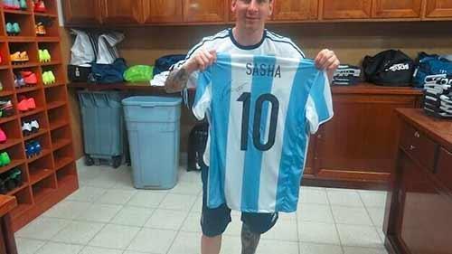 梅西签名球衣送奥巴马女儿