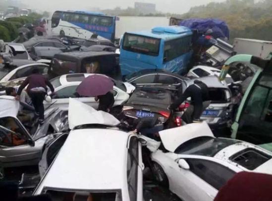 图为车祸现场