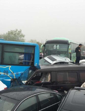 据网友爆料,4月2日,沪宁高速常州段发生连环车祸。