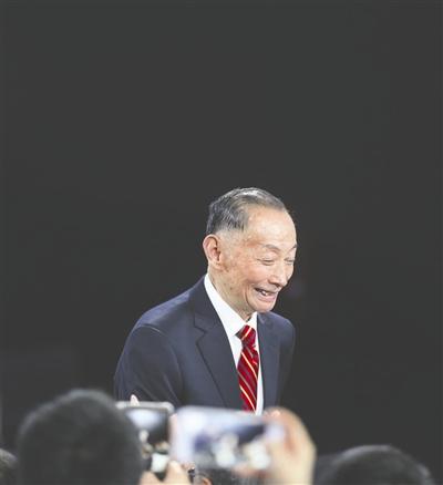 3月29日是著名京剧大师梅葆玖82岁的生日,可是没想两天后,他就因突发突发支气管痉挛,导致脑缺氧送医院抢救。