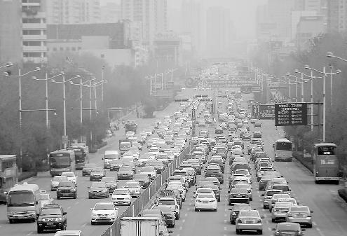 2日,清明小长假第一天,全市交通情况整体平稳。记者王锋 摄