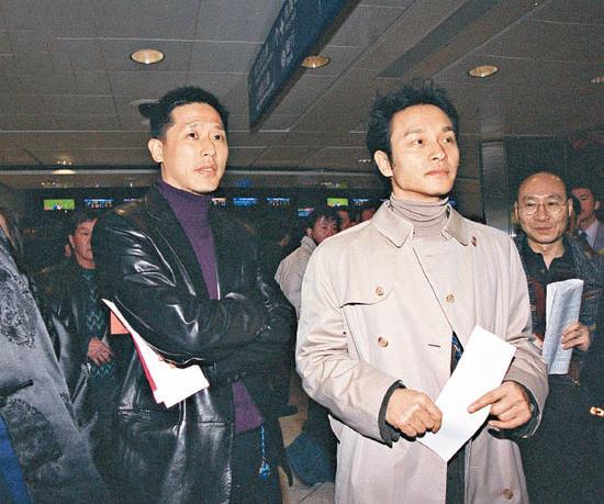 """张绿萍对张国荣""""出柜""""感到骄傲,早已视唐唐(左)为一家人。"""