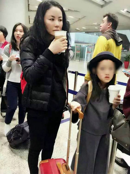 王菲带着女儿