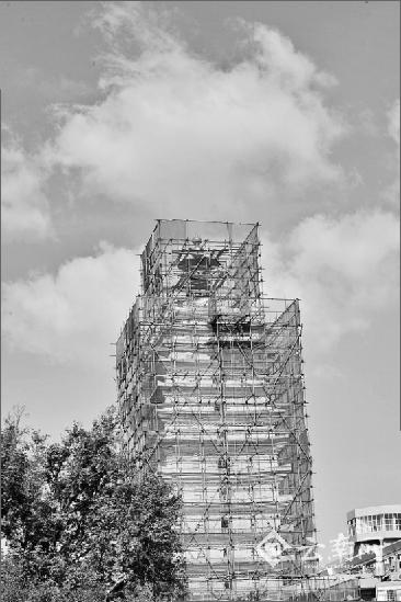 """记者近日了解到,身穿脚手架、防护网的昆明地标建筑东西寺塔,7月份就将修缮完成,以""""原貌""""同市民相见。那时的双塔,不仅修旧如旧,还具有避雷、监控等功能,风景也会更好。"""