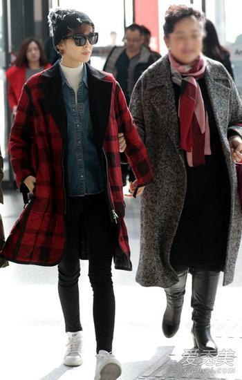 红格子外套