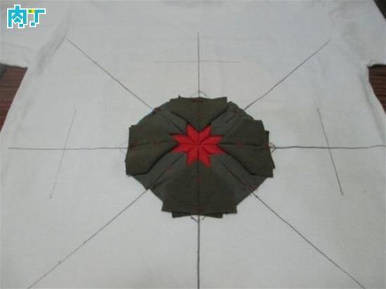 方形坐垫和圆形坐垫的编制方法基本相同,不过,圆形具有包容性,编制