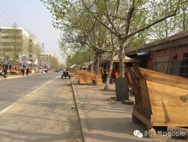"""商水县城,从新倒闭的""""棺材一条街""""。"""