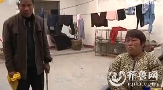 刘三旦说,他的双眼在十多年前就完全失明了,妻子周治梅虽然眼睛没问题,但已经瘫痪。(视频截图)