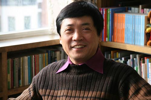 曹文轩1954年生于江苏盐城,现为北京大学中文系教授