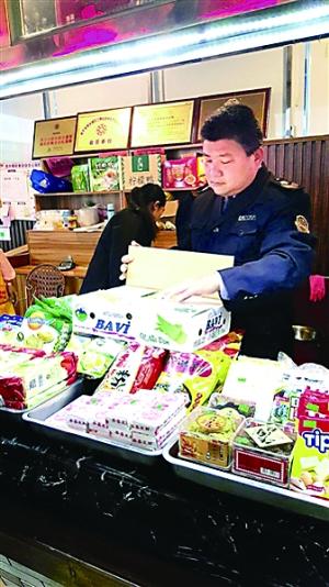"""日前,南宁食药监局稽查大队查处了一批""""越南酸奶"""",不到一天时间,就扣押了210箱问题酸奶。"""