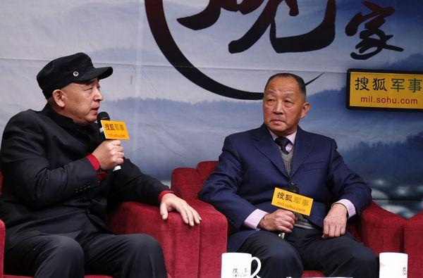 李杰(右)和吴国华在访谈现场。