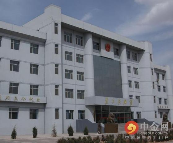 内蒙古通辽市中级法院一庭长米建军从7楼办公