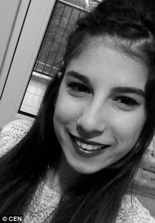 土耳其一位20岁女模特儿布莎莉(Gulay Bursali),日前与男朋友到伊斯坦布尔租屋共度周日假期,想不到,房仲竟伙统一位男性朋友突入屋内,脱光她的衣物,贪图性侵。男朋友惨遭一顿暴打锁进房中,布莎莉全裸靠在窗边求救,领前从10楼跳下殒命。