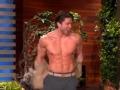 《艾伦秀第13季片花》S13E131  同性恋歧视遭艾伦批判 园丁脱衣秀肌肉