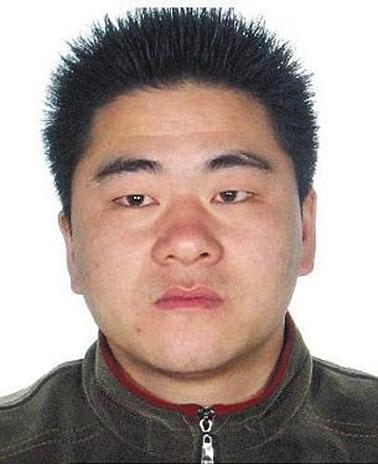 谭敦辉,男,汉族,1977年5月23日出生,户籍地址:湖南省双峰县蛇形山镇泉塘村谭家村民组。身份证号码:432522197705236953。