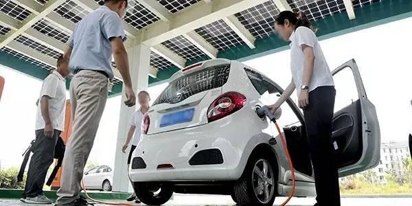 你身邊有買了電動車的人嗎 轉他看看,特斯拉電動車續航里程高清圖片
