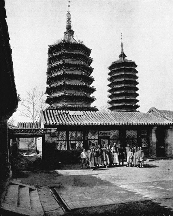 双塔寺,1955年修西长安街时拆除. 1900年的北京皇城旧照图片