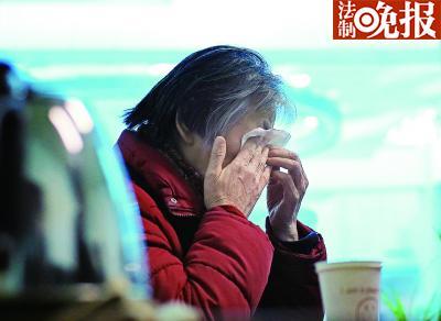 林铭的大姐林涛谈起弟弟不禁泪流满面 摄/记者 柴程