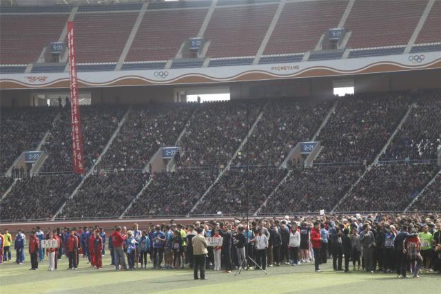 错过此次竞赛的马拉松喜好者也不要失踪,据记者从朝鲜国际游览社知道到的状况,本年9月朝鲜还将在马息岭滑雪场举行10千米迷你跑和半程马拉松竞赛,首要为了吸收本国跑步喜好者来朝鲜参观旅游。这一位目为期2天,仅限本国专业选手加入,单人用度为230欧元(约合1698元公民币),集团报名人均110欧元(约合812元公民币)至150欧元(约合1108元公民币)不等。这也是朝鲜国旅本年新推行的与马拉松相联合的旅行名目,吸收更多本国人赴朝参观,进一步推进朝鲜旅行业开展。(记者陆睿,编纂鲁豫,新华国际客户端报导)