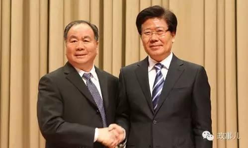 张春贤与前任新疆书记王乐泉(左)