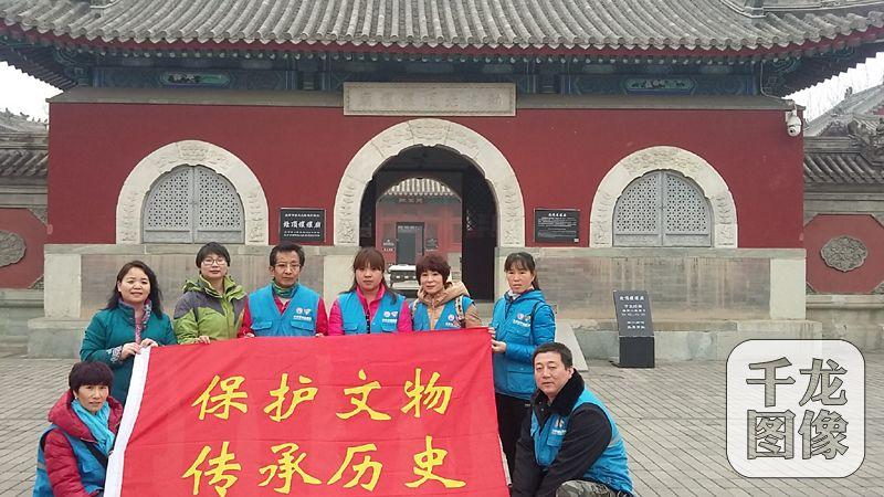 今年45岁的王海霞是北京慈善义工协会的一名文保义工,她将文物保护视为生活的一部分。受访人供图