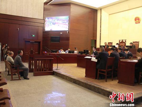 14日上午,四川省宜宾市中级公民法院刑一庭公布休庭审理了原告人刘某、岳某、陈某、冯某涉嫌绑架、成心杀人一案。 李玲 摄