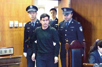 陈良涛被带上法庭.京华时报记者谭青摄