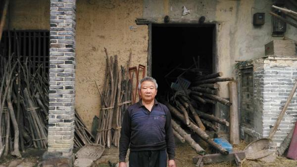 陈伯宇目前并无收入来源,家境一贫如洗。