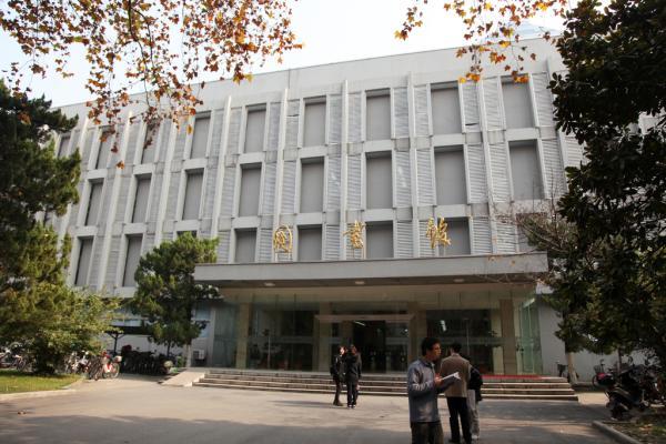 图为南京大学鼓楼校区图书馆。 东方IC 资料