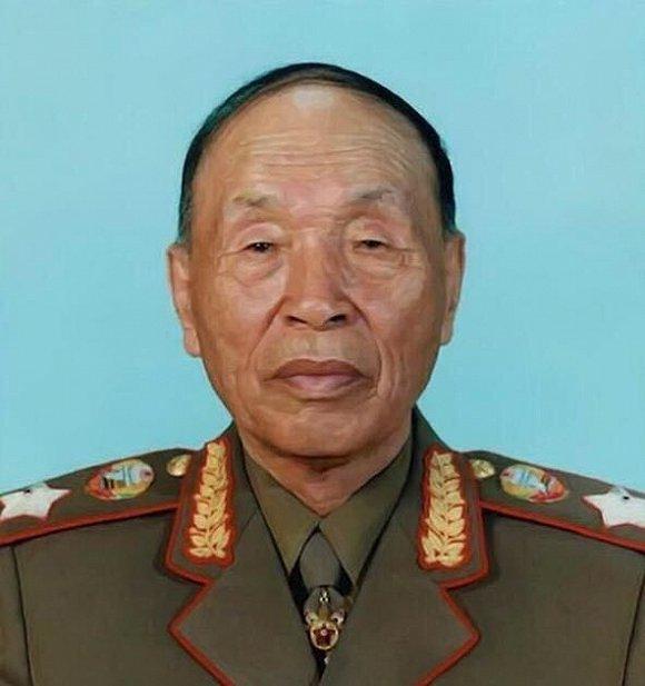 朝鲜劳作党中心委员会委员、朝鲜最高公民集会代议员、朝鲜公民军元帅李乙雪。图像来历:收集